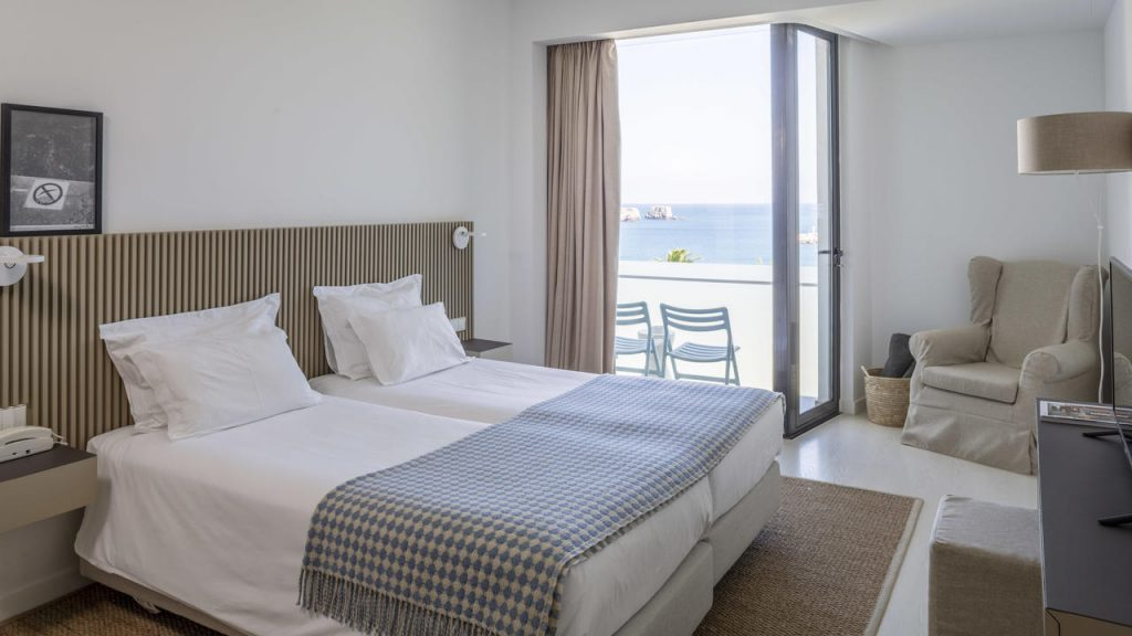 Memmo Baleeira Hotel bedroom frontal seaview